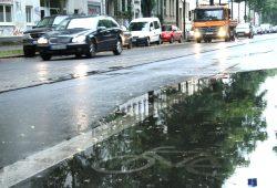 Radweg unter Wasser. Foto: Ralf Julke