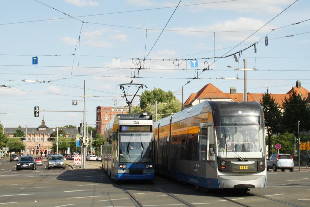 Straßenbahnen am Augustusplatz. Foto: Ralf Julke