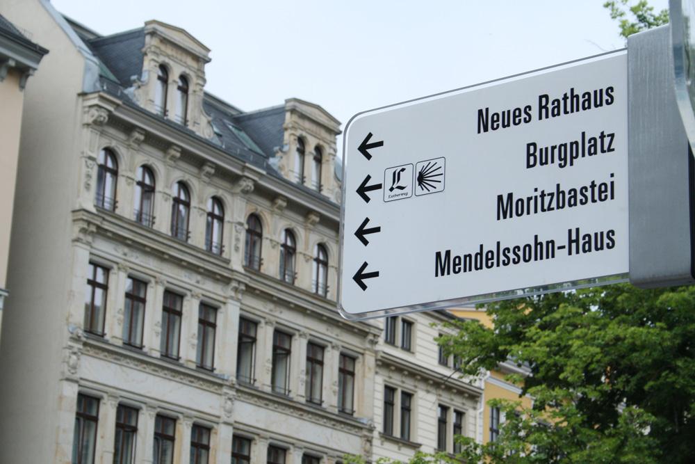 Wo geht es denn zum Mendelssohn-Haus? Foto: Ralf Julke