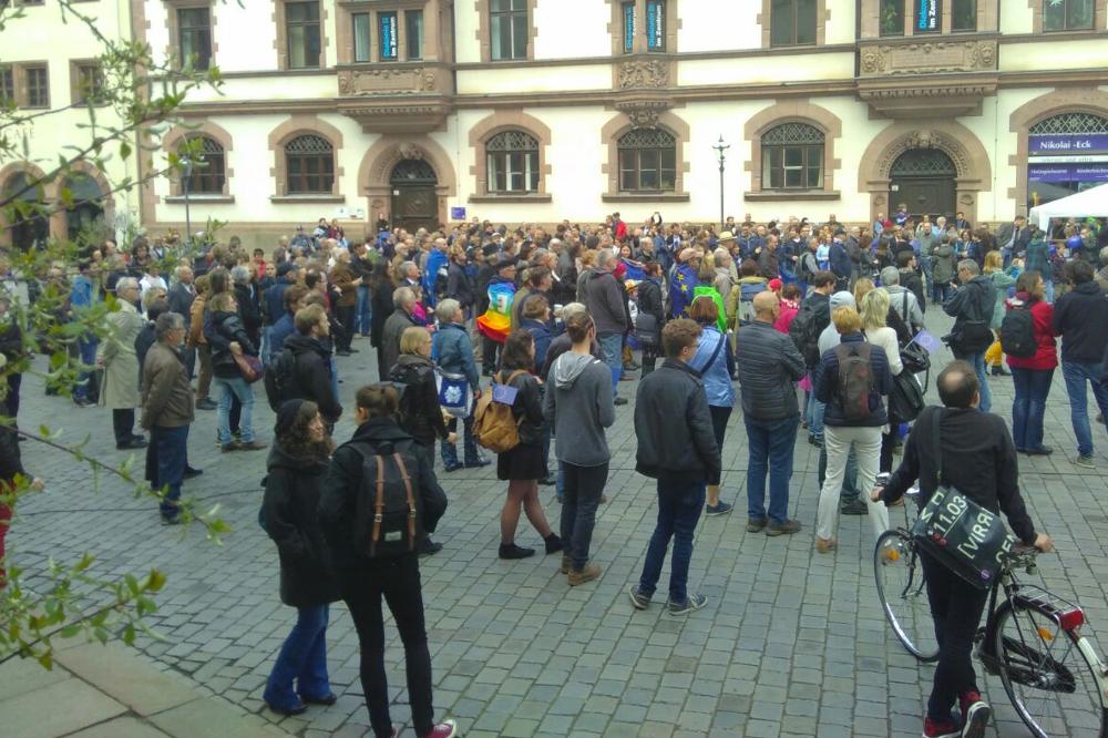 Etwa 250 Menschen demonstrierten auf dem Nikolaikirchhof. Foto: Jonas Nayda
