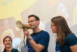 Zum Science Slam am Tag der Promovierenden bieten Leipziger Nachwuchsforscher einen unterhaltsamen Einblick in ihre Forschung. Im Bild: Nils Rexin, Informatik-Absolvent der HTWK Leipzig und Gewinner des Science Slams 2015. Foto: Swen Reichhold