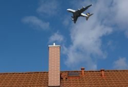 A380 über den Dächern von Rackwitz. Foto: Thomas Pohl