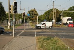 An der Ampel Brünner Straße / Lützner Straße wäre ein Anbau von Haltegriffen möglich. Foto: Ralf Julke