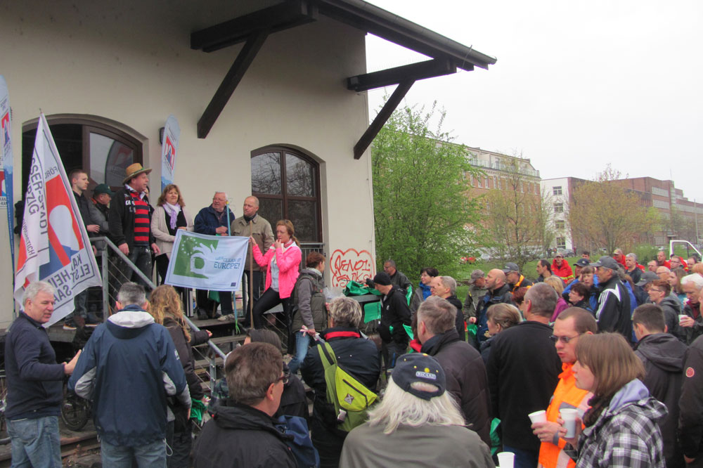 Über 200 freiwillige fleißige Helfer kamen zur Gewässerreinigungsaktion. Foto: Wasser-Stadt e.V.