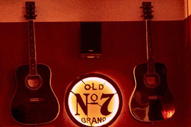 Die beiden gestohlenen Gitarren. Foto: PD Leipzig