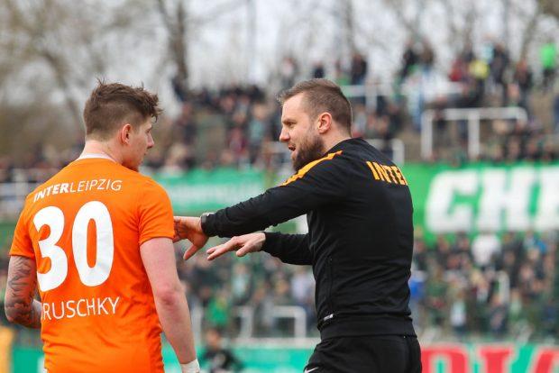 Chemie gegen Inter: Kai Druschky und Trainer Heiner Backhaus. Foto: Jan Kaefer