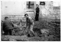 Jugendwerkhof Königstein, Abtragen der Ruine der katholischen Kirche 1954. Foto: Archiv Festung Königstein