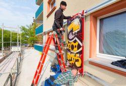 Karli 109 – Montage der letzten Graffitiplatten. Foto: Peter Usbeck/LWB