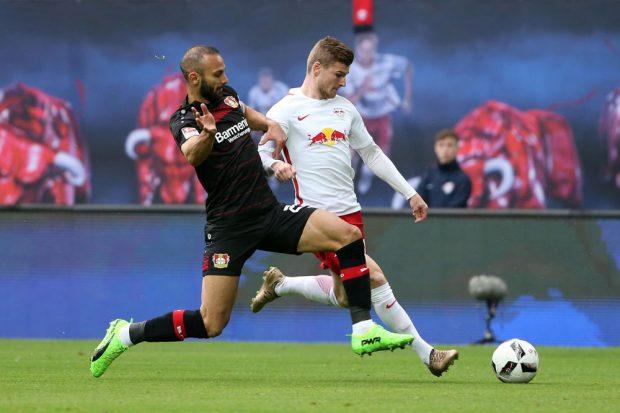 Oemer Toprak (Leverkusen) and Timo Werner (RB Leipzig) im Zweikampf. Foto: GEPA pictures/Roger Petzsche