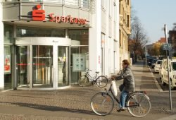 Hochfrequentiert: Sparkasse am Connewitzer Kreuz. Foto: Ralf Julke