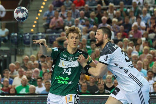 Niclas Pieczkowski (DHfK) wird von Ilija Brozovic bedrängt. Foto: Jan Kaefer