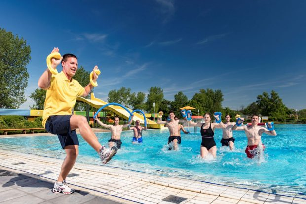Leipziger Freibadsaison: Zum Programm gehören in dieser Saison erstmals auch Fitnesseinheiten unter freiem Himmel. Foto: Leipziger Sportbäder