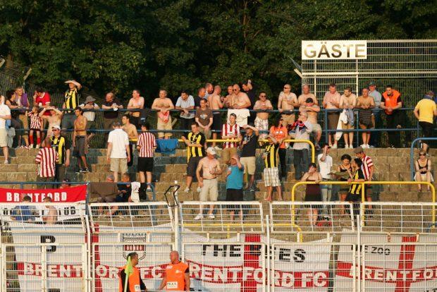 Der Gästefanblock wird gewiss auch gegen die Queens Park Rangers nicht leer bleiben. Foto: Jan Kaefer (Archiv)