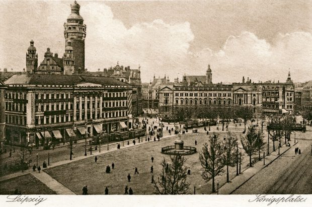 Damals noch zentraler Platz auch zu Messezeiten. Der Königsplatz im Jahr 1927. Foto: Pro Leipzig Verlag
