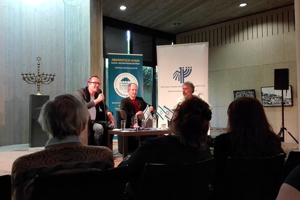Im Uneinigen geeint: Harald Stutte, Jürgen Kleindienst und Kostas Kipuros (v.l.n.r.) Foto: L-IZ.de