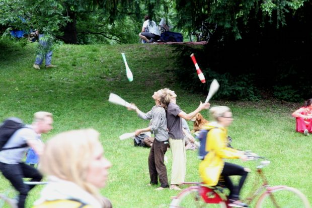 Im Gegenzug aber kriegen wir von Mai bis September bedingungsloses Grundeinkommen. Und tun, was wir schon immer wollten. Foto: L-IZ.de