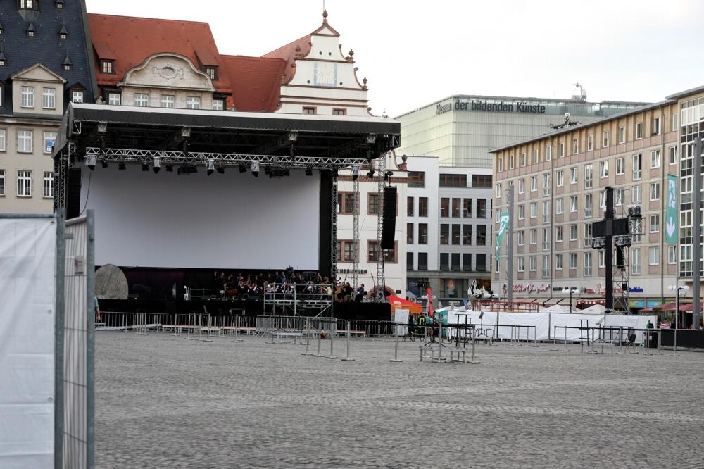 Kirchentag in Leipzig: Probe am 26. Mai kurz vor 20 Uhr auf dem Leipziger Marktplatz. Foto: L-IZ.de