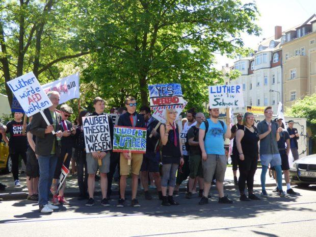 Knapp 60 Personen schlossen sich dem Protest an. Foto: Lucas Böhme
