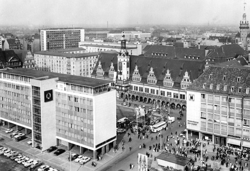 Der Markt mit Messeamt (1968). Foto: Stadtarchiv Leipzig