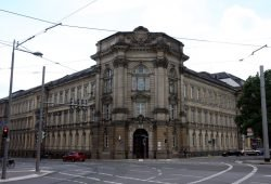Wie eine kleine Trutzburg am Eingang zum Süden von Leipzig. Die PD Leipzig an der Dimitroffstraße/Karl-Liebknecht. Foto: L-IZ.de