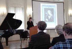 Skadi Jennicke betont in ihrem Grußwort die Notwendigkeit von Kunstvielfalt und lobt das Engagement der Leipziger Bürgergesellschaft. Foto: Jens-Uwe Jopp