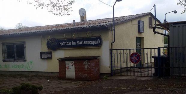 Der Eingang zum Gelände im Mariannenpark. Auch die Vereinsgaststätte ist Pachtgebiet. Foto: L-IZ.de