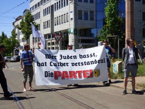 Tom Rodig (rechts) will Luther nicht verstehen. Foto: Lucas Böhme