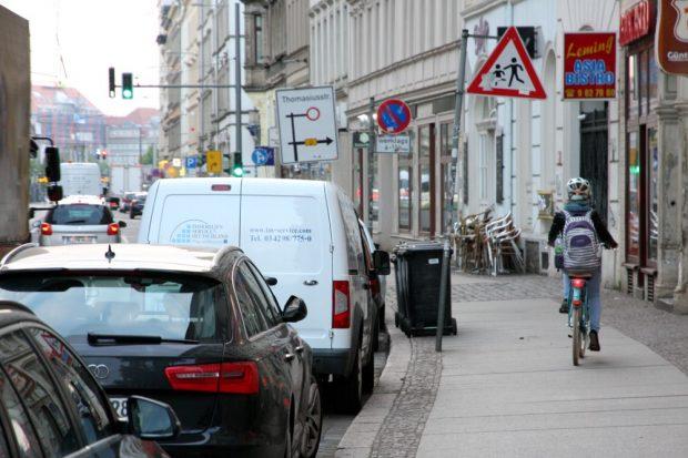 Auch keine Lösung. Ab etwa 7, 8 Uhr schwillt auch der Fußgängerverkehr an. Foto: LZ