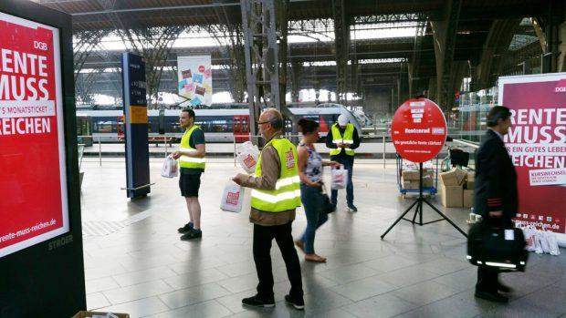 Verteilaktion des DGB am 31. Mai im Hauptbahnhof Leipzig. Foto: DGB Leipzig-Nordsachsen