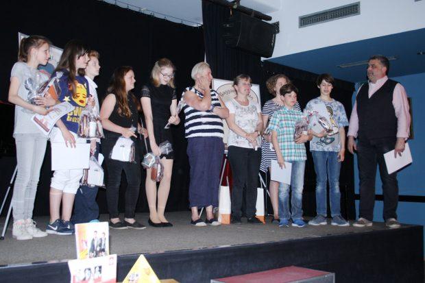 Alle TeilnehmerInnen, die Lehrerinnen und Klaus Petermann beim Gaggaudebbchen 2017. Foto: Ralf Julke