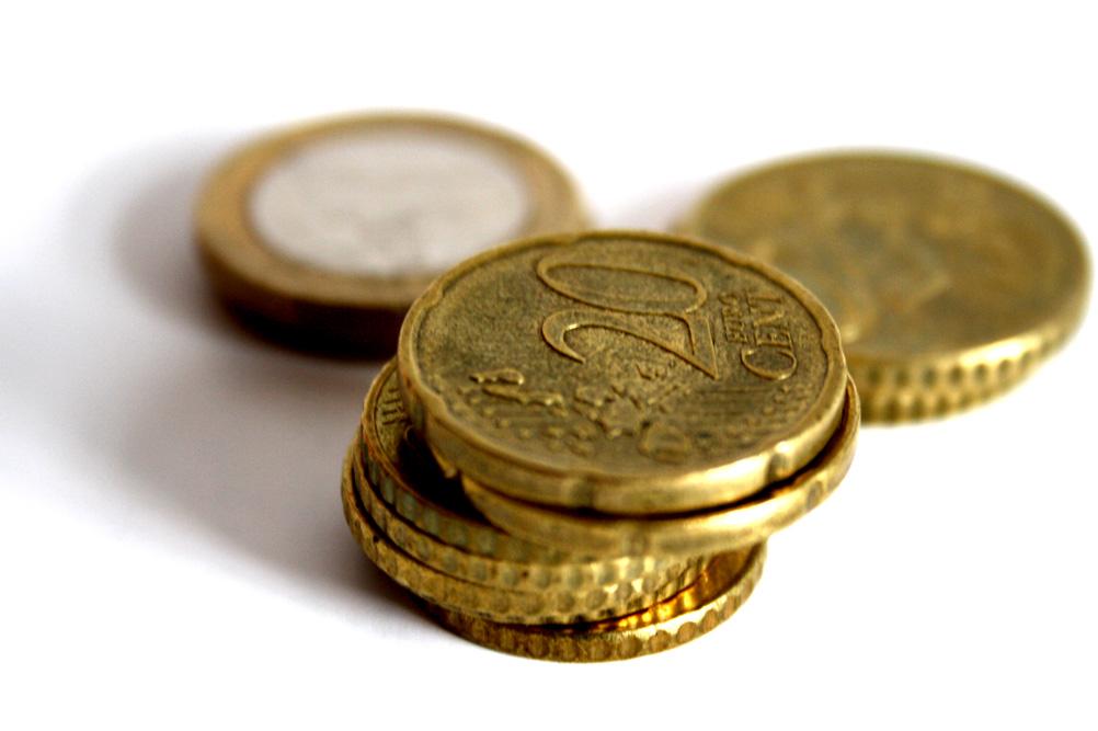 Ein Geld-Häufchen. Foto: Ralf Julke