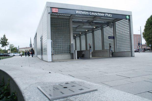 Toilettenhäuschen? Waschküche? Trafostation? - Zugang zur S-Bahn-Station Wilhelm-Leuschner-Platz. Foto: Ralf Julke