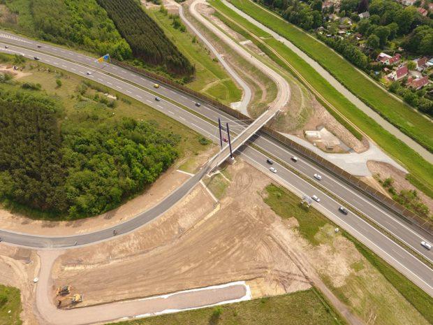 Blick auf die neue Pylonbrücke. Foto: LMBV / Martin Klindtworth