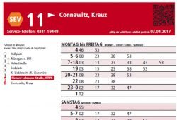 Fahrplan-Aushang der Linie 11 mit QR-Code oben rechts: schwarz auf rot. Screenshot: L-IZ