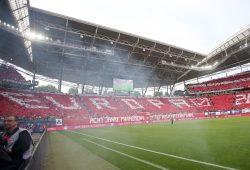 Die RBL-Fans präsentierten eine rot-weiße Choreographie durch das gesamte Stadion. Foto: GEPA pictures/Roger Petzsche