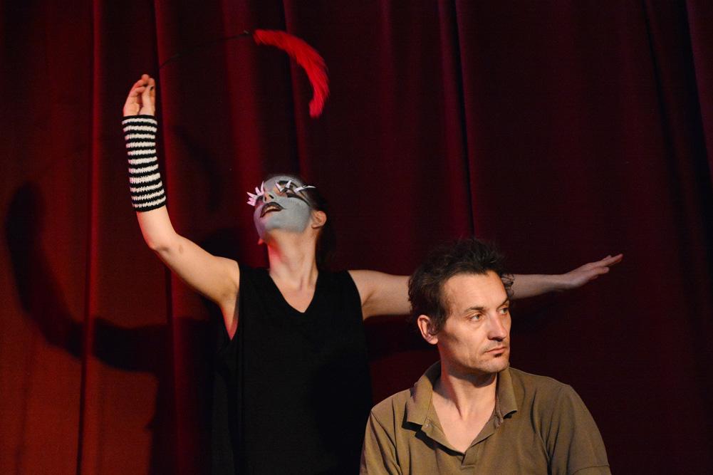"""Mario Rothe-Frese und Charlot Richter in """"Ich werde jetzt tanzen und möchte es möglichst real wirken lassen"""". Foto: Frank Schletter"""