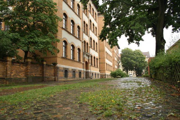 Der kleinere, westliche Schulhof der Apollonia-von-Wiedebach-Schule. Foto: Ralf Julke