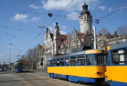 Straßenbahnen am Wilhelm-Leuschner-Platz. Foto: Ralf Julke