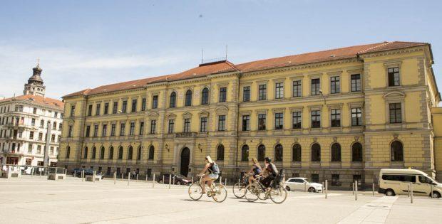 Landgericht Leipzig und Sitz des Verfassungsgerichtshofes Sachsen an der Harkortstraße. Foto: Martin Schöler