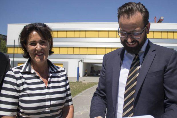 Schulleiterin Heike Hentschel freute sich sehr über den Besuch des Justizministers. Foto: Martin Schöler