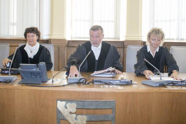 Die 2. Strafkammer verhandelt gegen Mohammad A., Entessar A. und Senta A. Foto: Martin Schöler