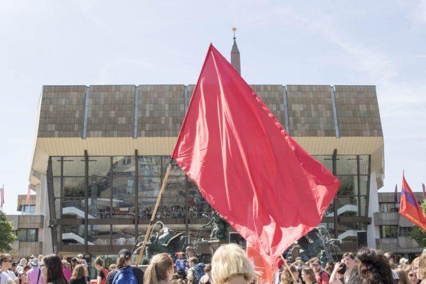 """Demonstration des Bündnisses """"Lernfabriken... meutern!"""" am 21. Juni 2016 in der Leipziger Innenstadt. Foto: Martin Schöler"""