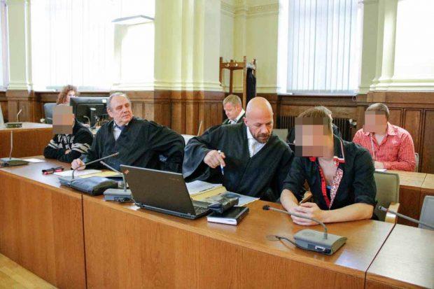 Ronny U., Daniel D. und Matthias P. müssen sich vor dem Landgericht wegen schweren Raubes verantworten. Foto: Martin Schöler