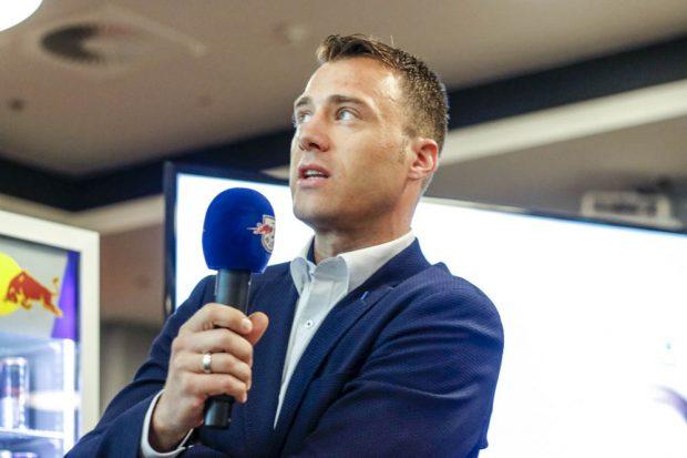 FIFA-Referee Felix Zwayer erhofft sich von der Videotechnologie mehr Fairness. Foto: Martin Schöler