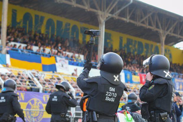 Auch beim Landespokalfinale des 1. FC Lok gegen Chemnitz schaute die Polizei genau hin. Foto: Jan Kaefer