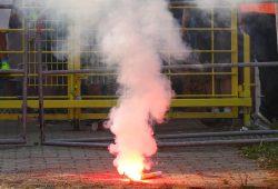 Ein Feuerwerk der im Stadion unerwünschten Art. Foto: Jan Kaefer
