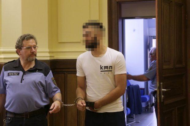Argjent K. steht wegen Mordes vor Gericht. Foto: L-IZ