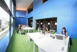 Modern und bestens ausgestattet: die Hochschulbibliothek in der Gustav-Freytag-Straße. Foto: Swen Reichhold/HTWK Leipzig