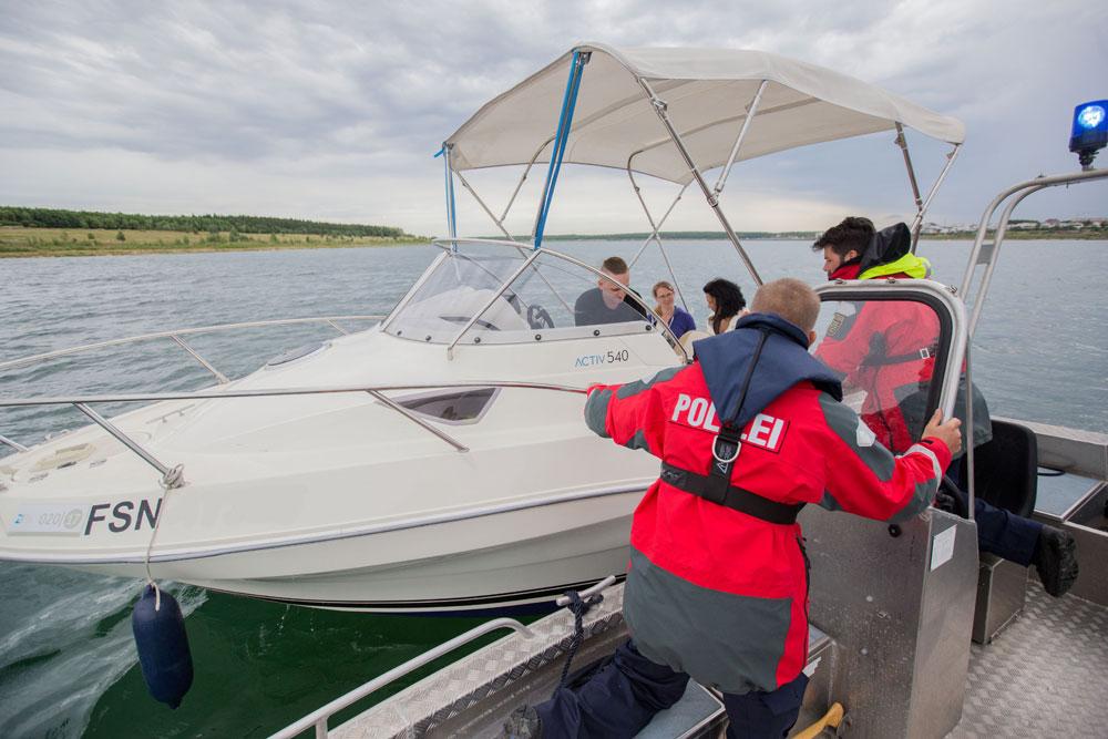 Kontrolle eines Sportbootes. Foto: BPP