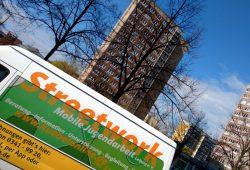 Streetwork in Leipzig-Grünau. Die Mobile Jugendarbeit Leipzig geht da hin, wo die jungen Menschen sind. Foto: Mobile Jugendarbeit Leipzig e.V.